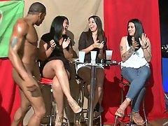 Mamada, Mujer Vestida Hombre Desnudo, Amas de Casa, Fiesta