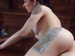 Bruna, Duro porno, Piercing del corpo, Tatuaggio