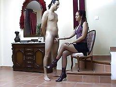 Morenas, Mujer Vestida Hombre Desnudo, Dominación Femenina, Pajas