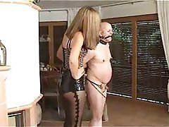 Mujer Vestida Hombre Desnudo, Dominación Femenina