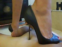 Donna dominante, Feticismo del piede, Dolci mani